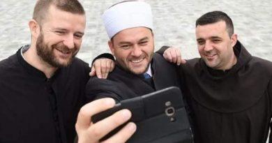 Fratar, Imam i Pravoslavni pop pozirali za zajednički selfie i poslali poruku